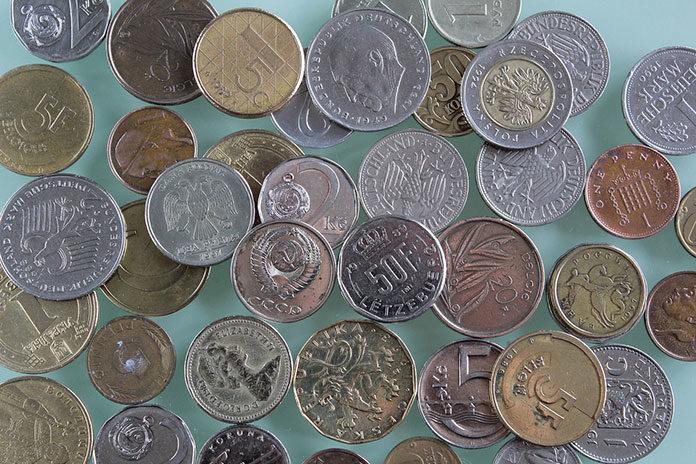 Jak przechowywać numizmaty o nietypowych kształtach?